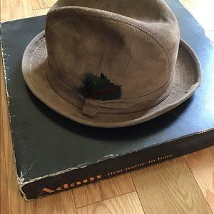 Adam country gentleman genuine leather hat size 7